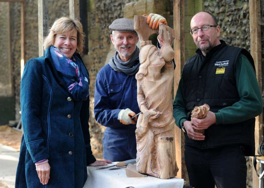 Bury in Bloom - John Williams working on his sculptures in the Abbey Gardens''Pictured: Melanie Lesser, John Williams and Graham Maynard (Park Manager for West Suffolk)