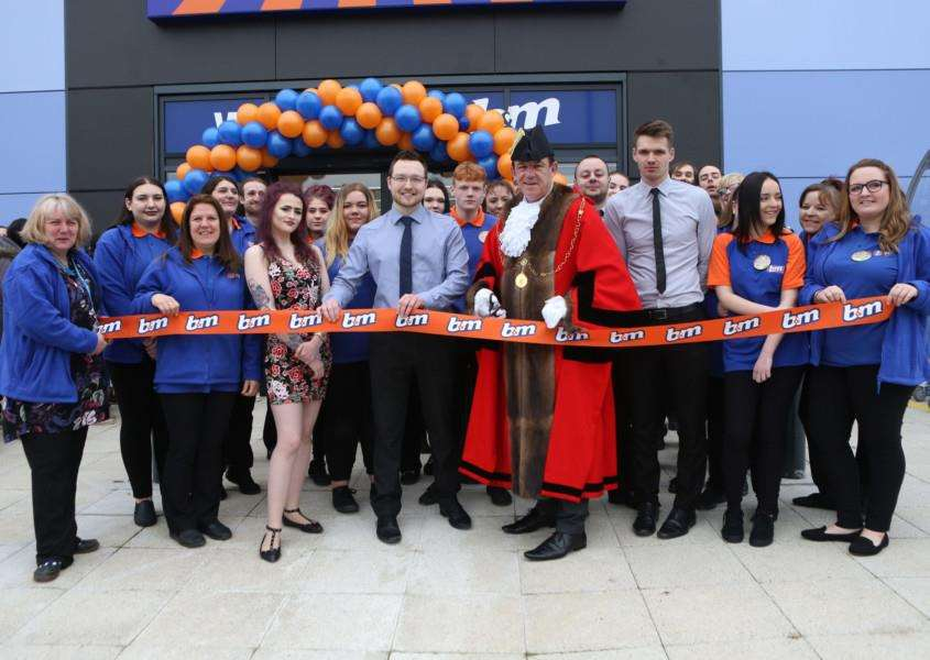 The Mayor of Bury St Edmunds, Cllr Terry Clements joins staff to officially open the new B & M store.' Pic - Richard Marsham