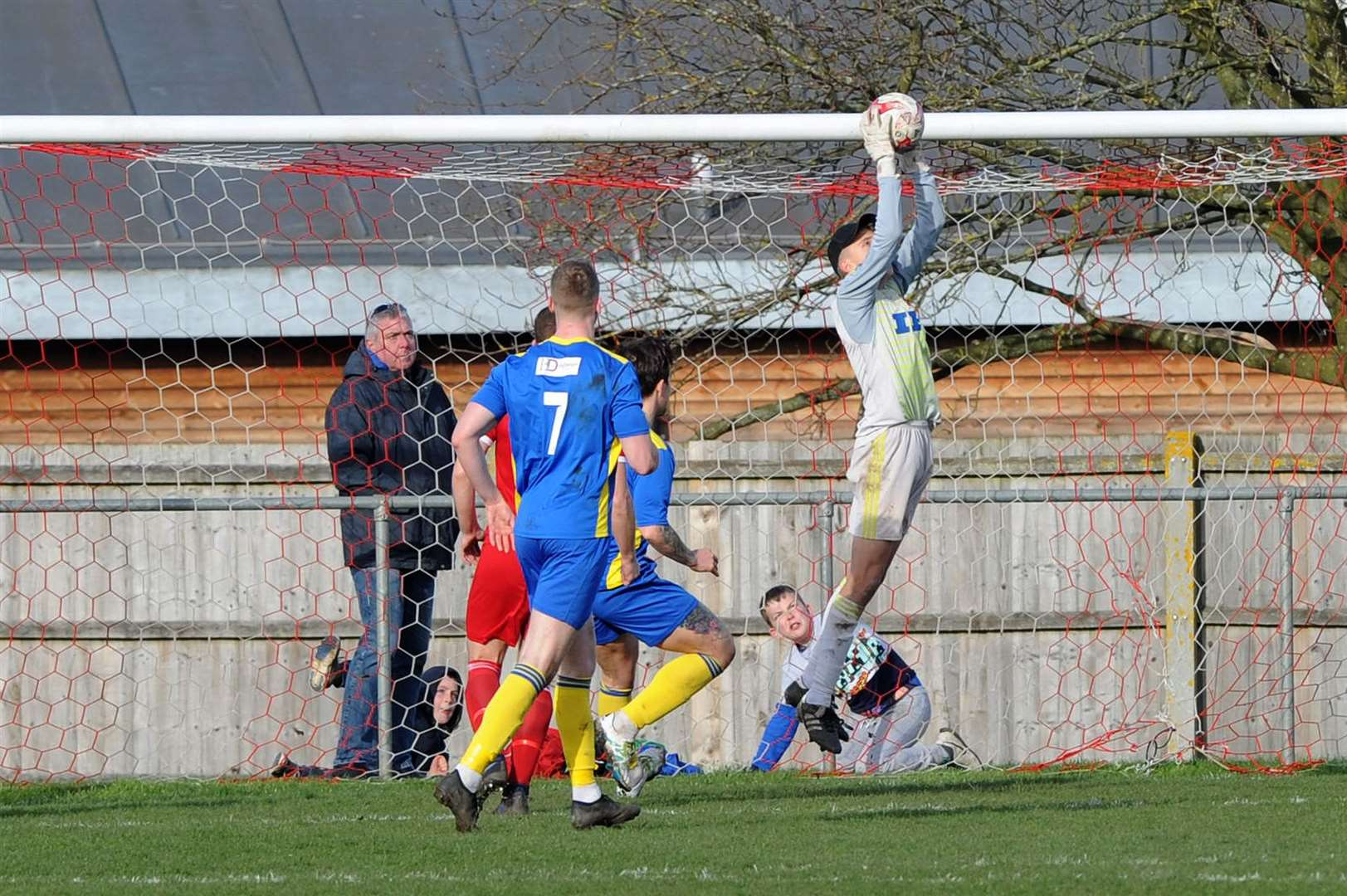 FOOTBALL - Haverhill Rovers v Histon FC..Pictured: James Young in goal....PICTURE: Mecha Morton... (34203848)
