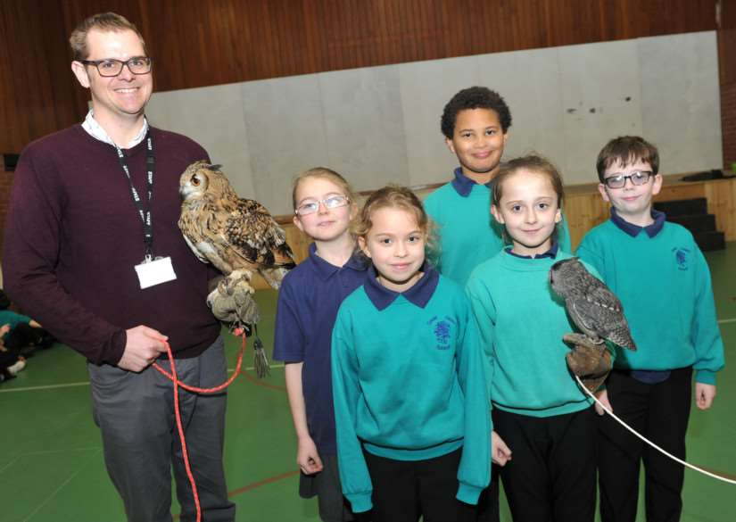 Owl Experience visited pupils at Great Heath Primary School. ''Pictured: Teacher Ben Jeffery with pupils (and owls) Hayley Robinson, Joanna Boryszewka, Ethan Swan, Victoria Bolibrzuch and Ellis Harrison-Johnson ANL-150303-140453009