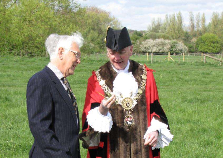 Philip Richardson, chairman of the Sudbury Common Lands Charity, with Sudbury Mayor Robert Spivey who inspected the grass before the cattle were turned onto the pastures. ANL-150705-172126001