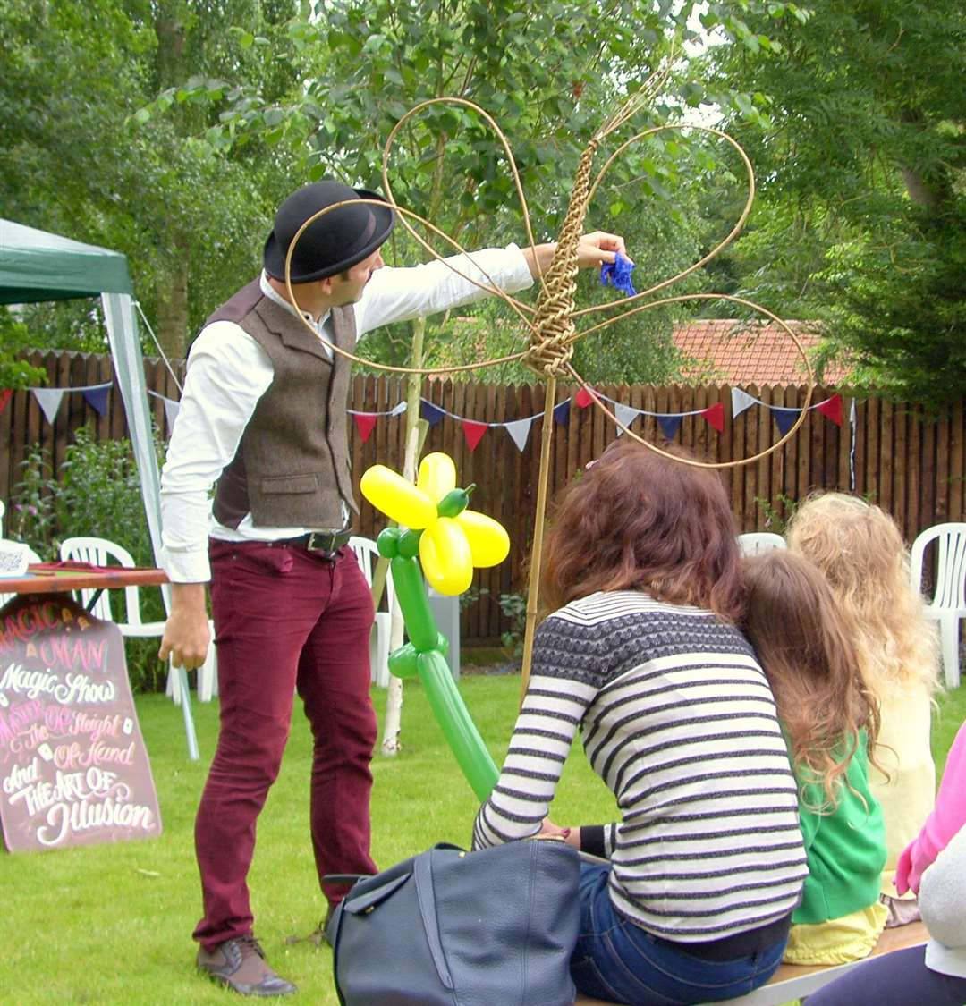 The Magic Man entertaining people at Clarer Priory Craft Fair (2782841)
