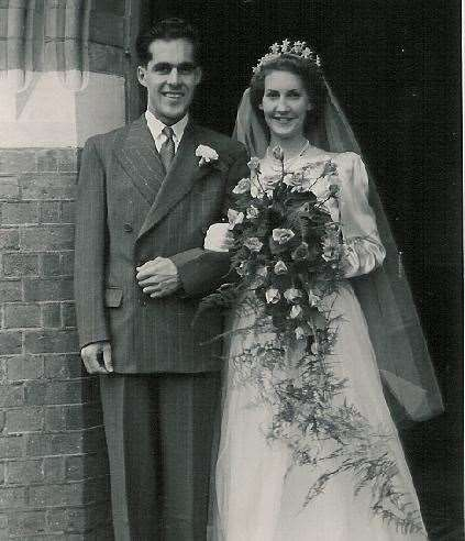 Eve and Reg on their wedding day in 1950 (38004401)