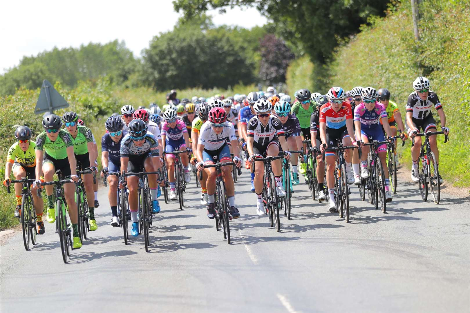 Picture by SWpix.com 13/06/2018 - Cycling - The 2018 OVO Energy Women's Tour - Stage 1: Framlingham to Southwold - Suffolk, England - Race rolls out of Framlingham. (12008275)