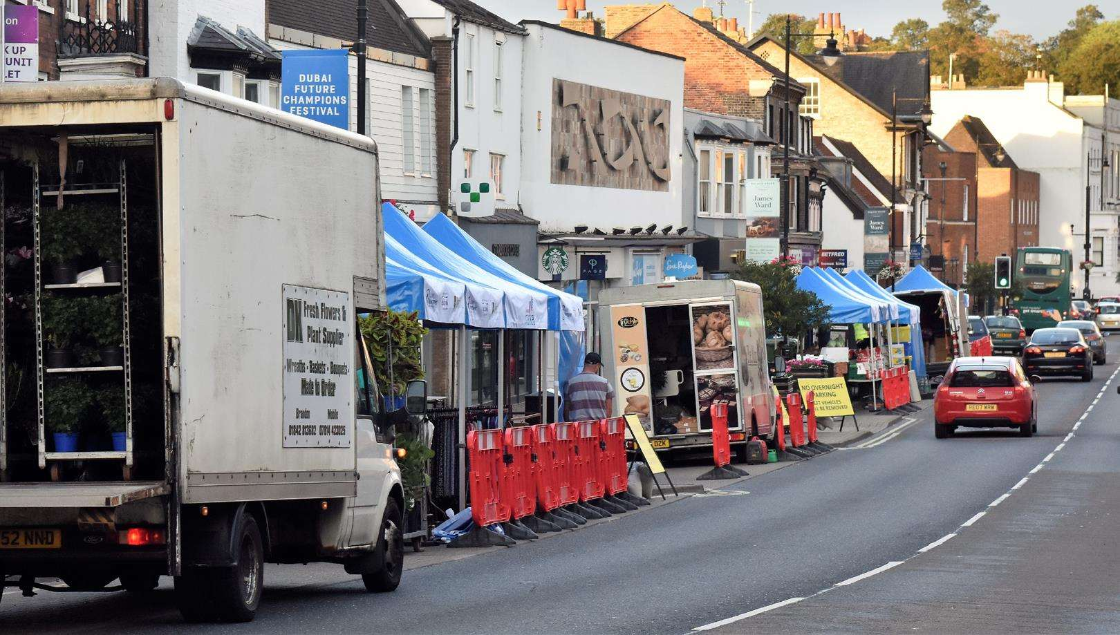 Market traders return to Newmarket's High Street (4082272)