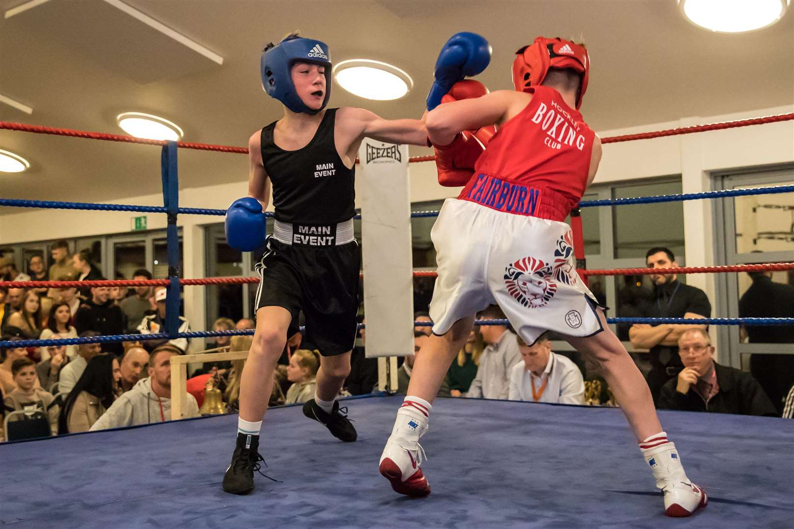 Sudbury ABC Home Show. Bout 7 - Junior - (Red) Tyler Fairburn (Hockley) v (Sudbury) Nick Judge (Blue).Winner - Nick Judge - Split Decision. Picture Paul Tebbutt. (7445749)