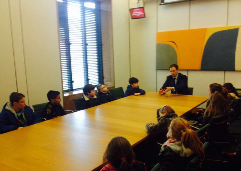 Dr Dan Poulter MP talking to Creeting St Mary Primary School pupils in Westminster ANL-160127-130537001